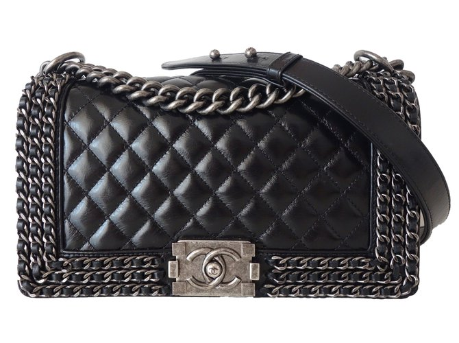 70ee70c53731 Chanel LIMITED EDITION CHANEL BOY Handbags Leather Black ref.57433 - Joli  Closet