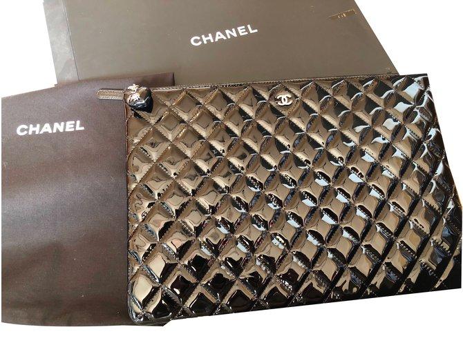 e1255a121aa2 Chanel Clutch bags Clutch bags Patent leather Black ref.59542 - Joli ...