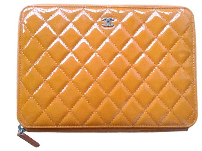 7fa17c3d117f Chanel Clutch bags Clutch bags Patent leather Orange ref.59952 ...