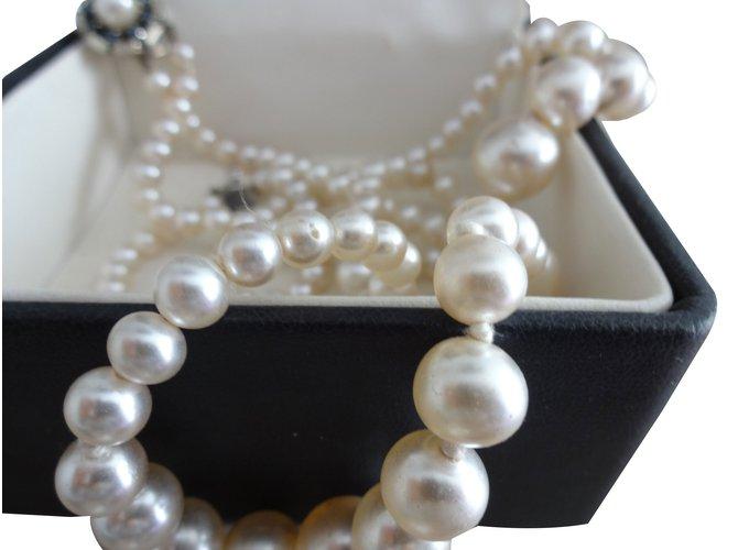 Colliers Guy Laroche Collier de perles tres bon etat avec