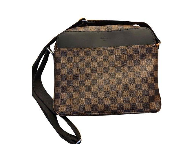 3d4b012af6 Sacs Louis Vuitton Sac bandoulière + portefeuille homme Cuir Marron  ref.62937