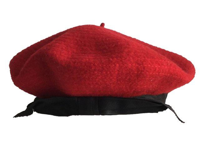 59e8bfa5cf6 Chanel Hats Hats Wool Red ref.64514 - Joli Closet