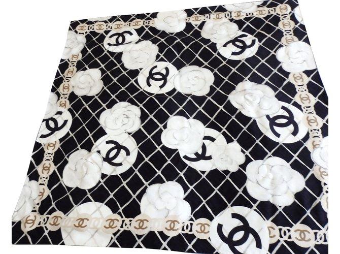 Carrés Chanel Carré Chanel les camélias Soie Noir ref.65424 - Joli ... b4f91cd5c46