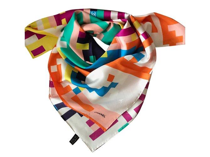 f3db24e655f3 Foulards Chanel carre soie Soie Multicolore ref.65467 - Joli Closet