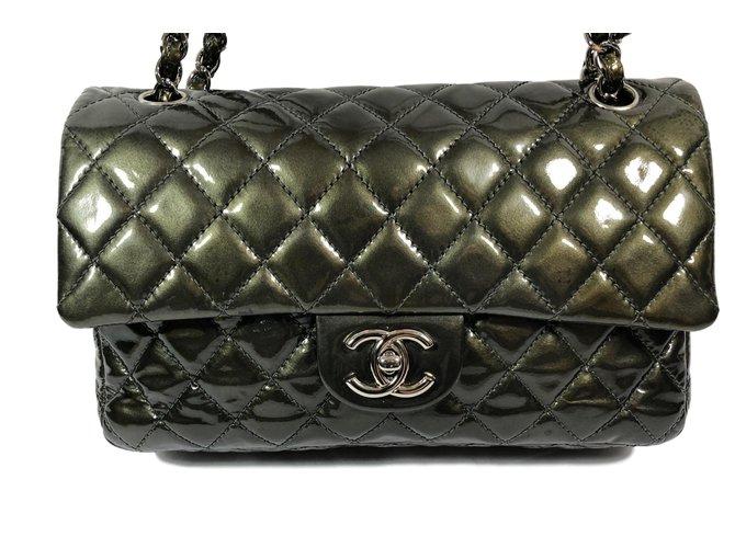0d60ba0f2b64ec Chanel Timeless Handbags Patent leather Green ref.66015 - Joli Closet