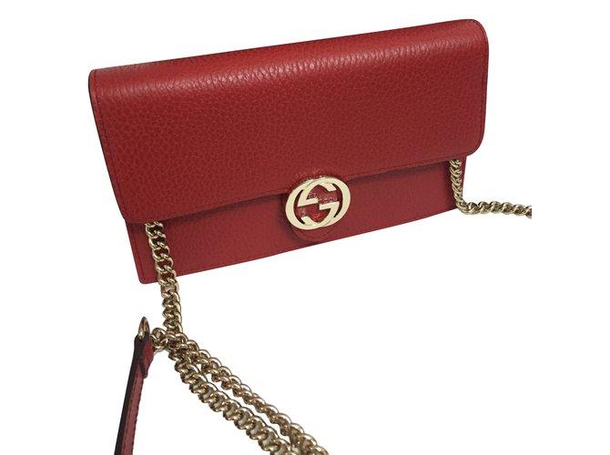 70615b3d39fc86 Gucci Wallet chain Clutch bags Leather Red ref.67004 - Joli Closet