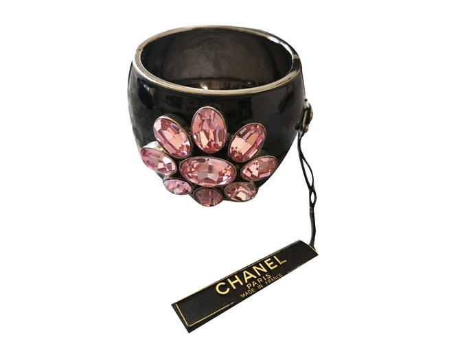 Bracelets Chanel Manchette fleur Résine Noir,Rose ref.67715