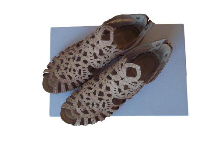 Christian Dior Sandals Beige Python  ref.69083