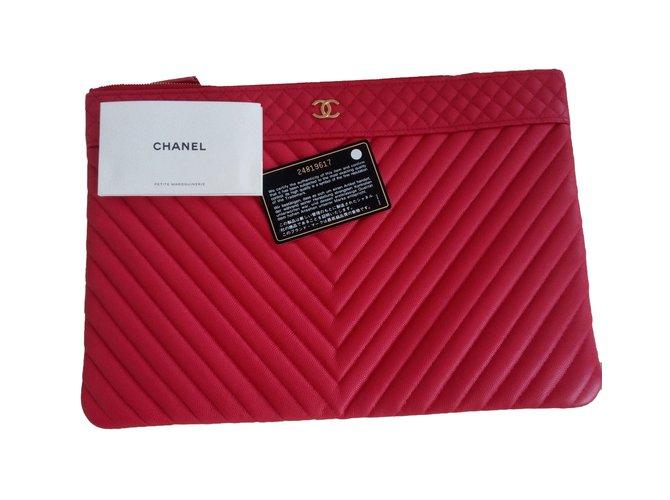 b120a45c64 Chanel O-Case Clutch bags Leather Red ref.70239 - Joli Closet