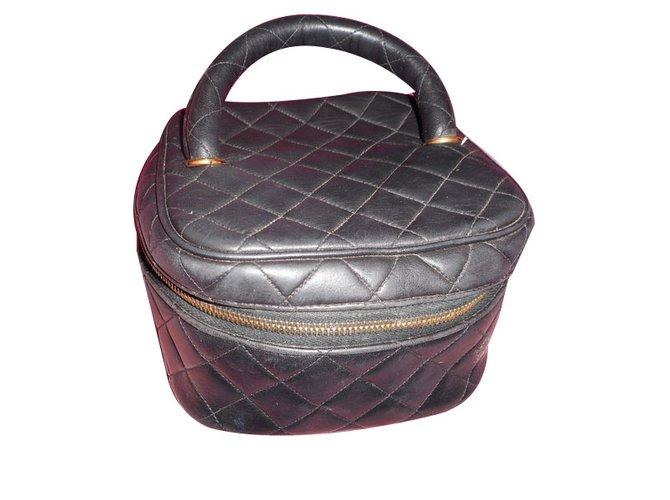 41298c892e10 Chanel Vanity Purses, wallets, cases Leather Black ref.70595 - Joli ...