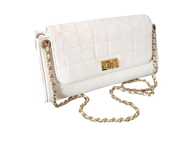 5b423cf17894 Chanel Handbags Handbags Leather White ref.73391 - Joli Closet