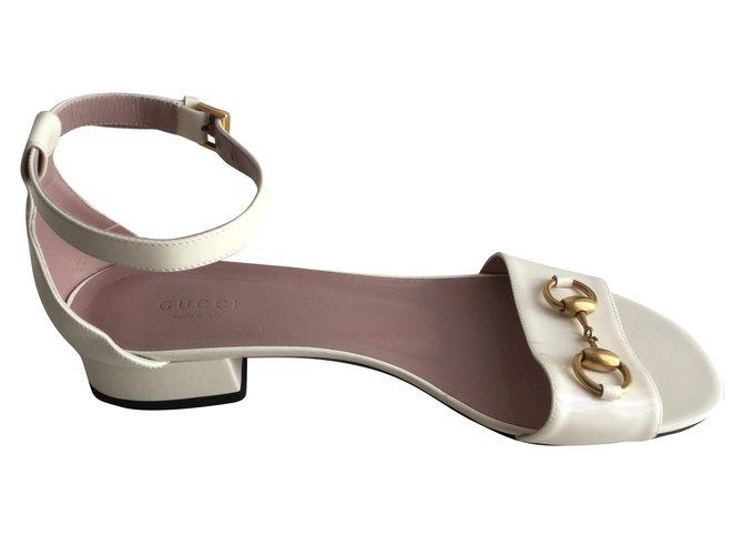21ffc1d2e38 Gucci Horsebit Liliane Sandals Patent leather Cream ref.74177 - Joli ...