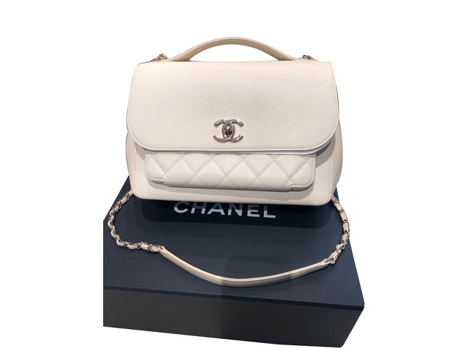 23693b493ec8 Chanel Affinity bag Handbags Leather White,Cream ref.74397 - Joli Closet