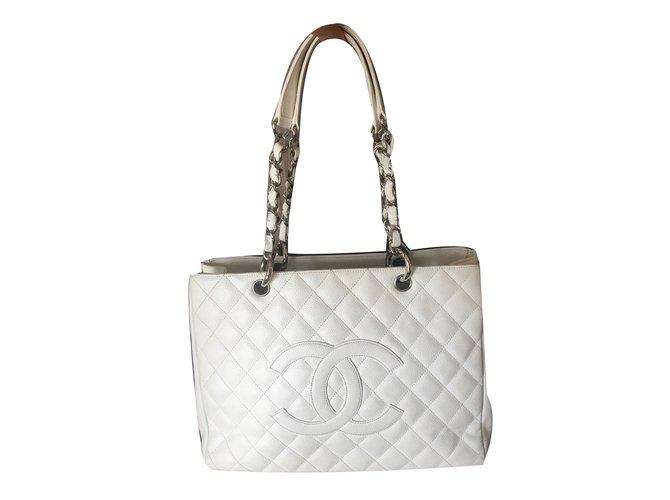 0167f8efa049 Chanel Handbag Handbags Leather White ref.74530 - Joli Closet