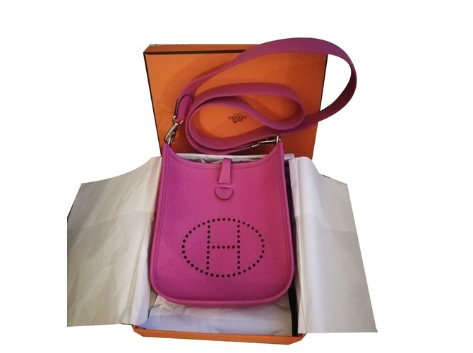 9b293b91cd67 Hermès Evelyne tpm Magnolia Handbags Leather Purple ref.75022 - Joli ...