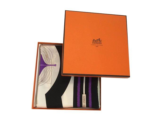Carrés Hermès Carré de soie Soie Noir,Blanc,Violet ref.75052