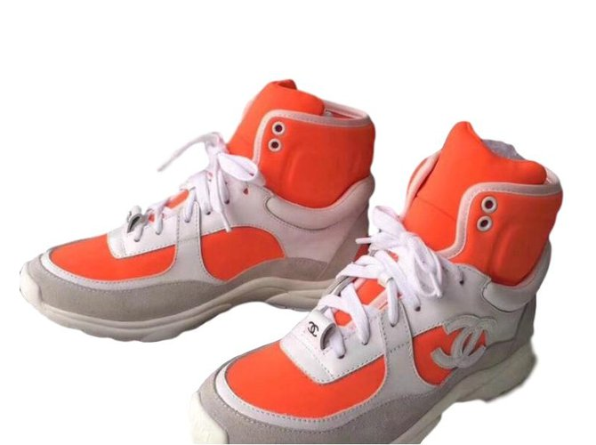 798c7695e905 Baskets Chanel Sneakers Chanel Trainer SS18 Suede Noir,Blanc,Orange  ref.75467