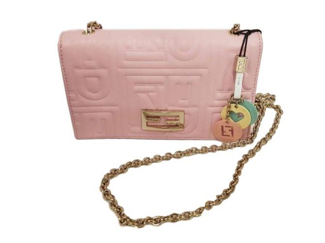 412c5dc2b803 Fendi Clutch bags Clutch bags Leather Pink ref.76433 - Joli Closet