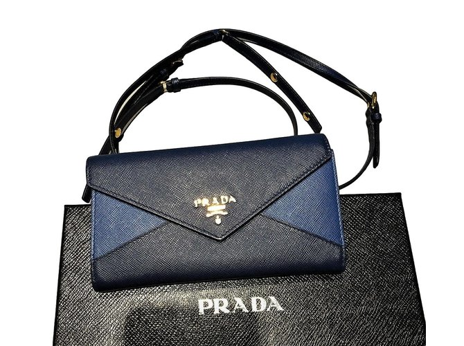 0fb67c31a0 Prada Clutch Clutch bags Leather Blue ref.77169 - Joli Closet