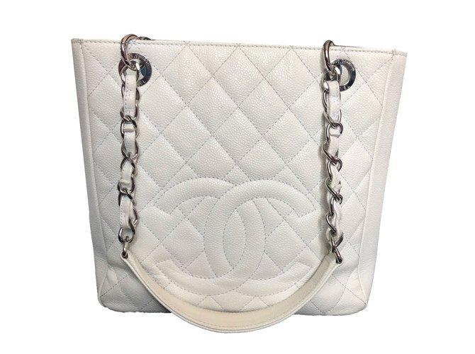 f432da314206 Chanel PETITE SHOPPING TOTE Handbags Leather White ref.77420 - Joli ...