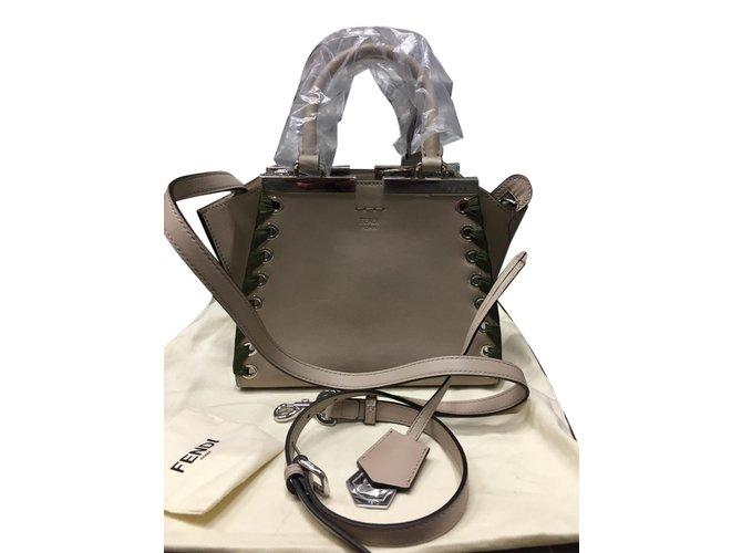 c7986f88d208 Fendi 3 jour Handbags Leather Beige ref.78511 - Joli Closet