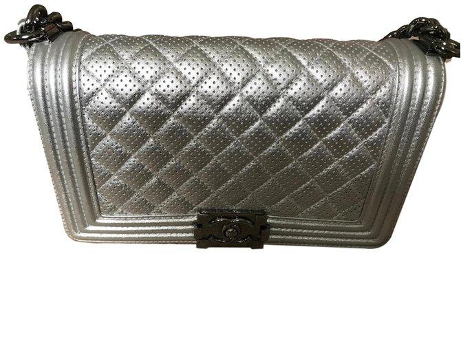 09878c4a638e45 Chanel Boy bag Handbags Leather Silvery ref.78873 - Joli Closet