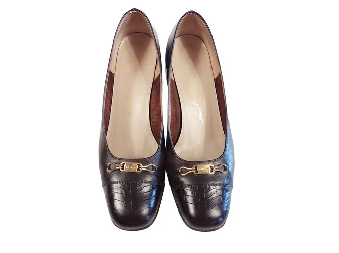 7aefc1a481db Salvatore Ferragamo Heels Heels Leather Dark brown ref.79393 - Joli ...