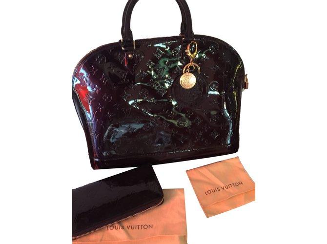 2c899c4a005b Sacs à main Louis Vuitton Alma Cuir vernis Bordeaux ref.81239 - Joli ...