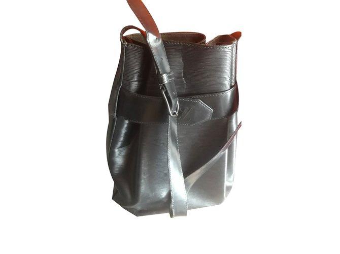 6304b0ea8d3f Louis Vuitton Handbags Handbags Leather Black ref.81627 - Joli Closet