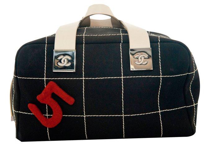Sacs à main Chanel Sac Cuir Noir ref.82063
