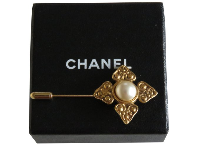 Chanel Pins & brooches Pins & brooches Other Golden ref.84120