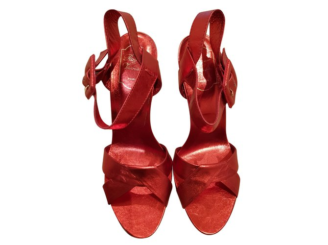 0afaa55abd1 Roger Vivier Red heels Heels Leather Red ref.85200 - Joli Closet