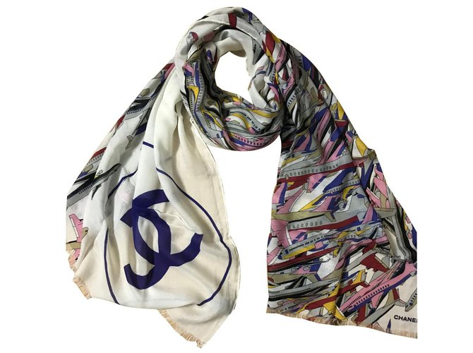 Chanel stole Scarves Cashmere Eggshell ref.85461