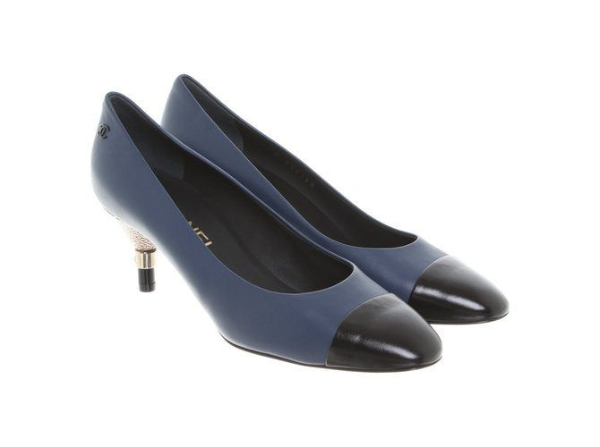 Chanel pumps Heels Leather Blue ref