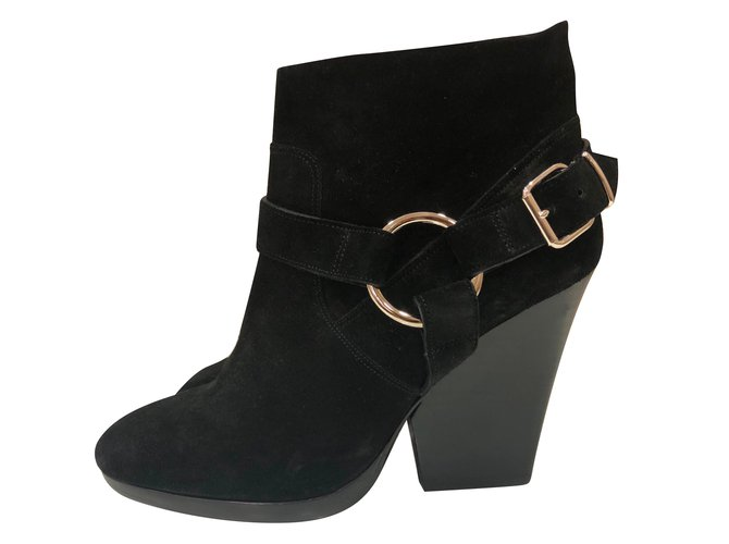 Burberry Buckled ankle boots Ankle Boots Suede Black ref.86542