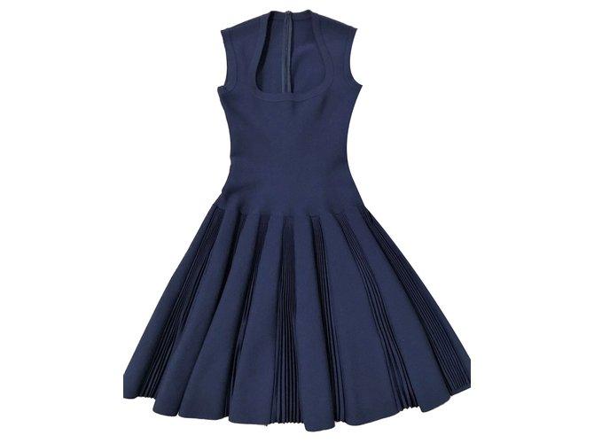 Robes Alaïa Robe classique en laine bleu marine Laine Bleu ref.88057 ... a7eb31e00818