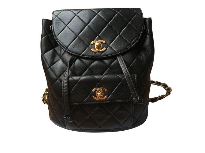 ae9d178d11e7 Chanel Vintage backpack Backpacks Leather Black ref.88112 - Joli Closet
