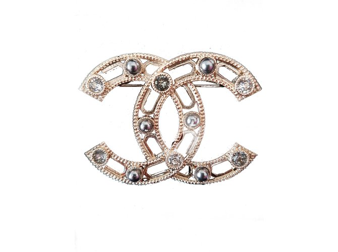 Broches Chanel Broches et broches Métal Doré ref.89368