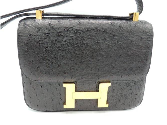 Sacs à main Hermès Constance en autruche Cuirs exotiques Noir ref.89421