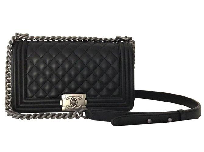 Sacs à main Chanel Boy en cuir noir Cuir Noir ref.90360