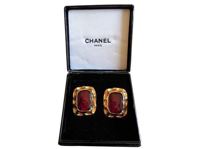 Boucles d'oreilles Chanel Boucles d'oreilles en Plaqué Or Jaune Plaqué or Bordeaux ref.90620