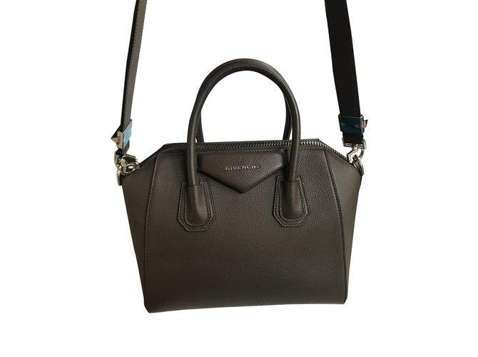 45c47a6c21 Sacs à main Givenchy Antigona petite grise Cuir Gris ref.91502 ...