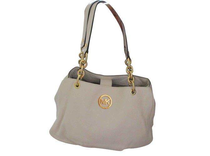 Michael Kors Fulton Chain Tote Vanilla Color Leather Handbags Leather Beige  ref.93465 e7e7398ec6f27