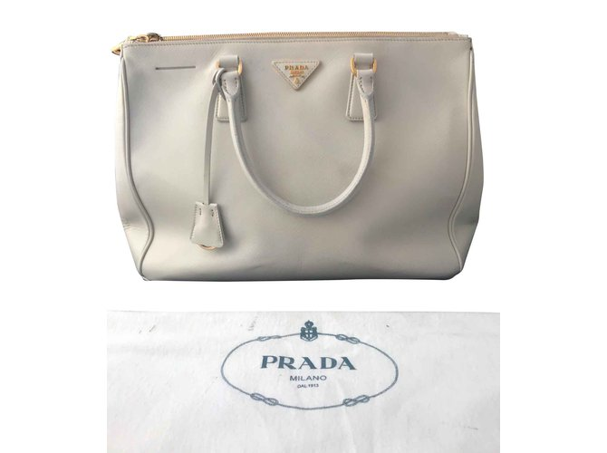 8581b6c89714 Prada Sac Prada Safiano Handbags Leather Eggshell ref.93619 - Joli ...