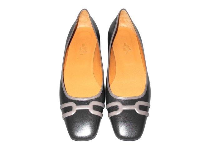 Ballerines Hermès Hermès ballerines cuir grises parfait état avec leurs pochons Cuir Gris ref.98314