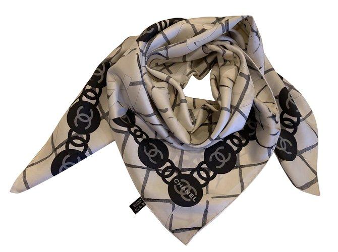 dd8e51f31feb Foulards Chanel FOULARD Soie Blanc cassé ref.99149 - Joli Closet