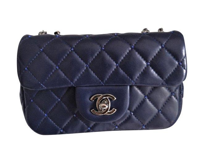 Sacs à main Chanel Édition limitée du sac à rabat bleu marine Chanel avec perles en swarovski Cuir Bleu ref.99381