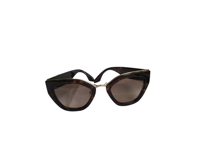 Lunettes Prada Des lunettes de soleil Plastique Marron foncé ref.101036