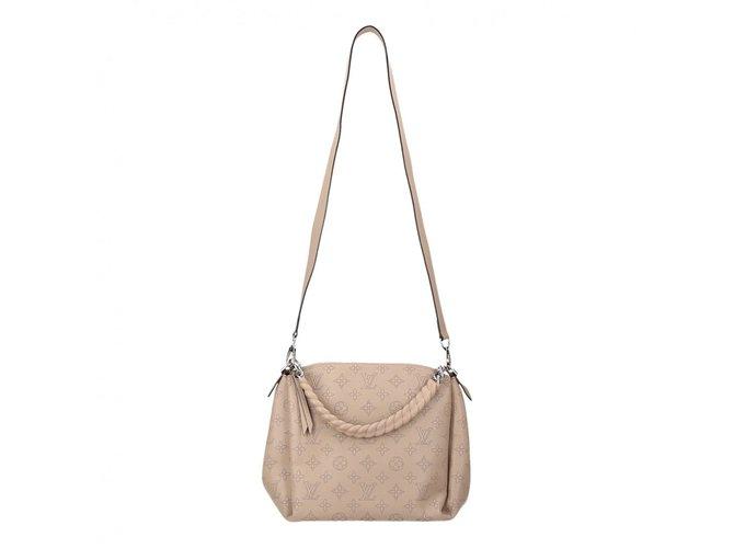 Sacs à main Louis Vuitton Babylone chain BB cuir Mahina Cuir Beige ref.101037