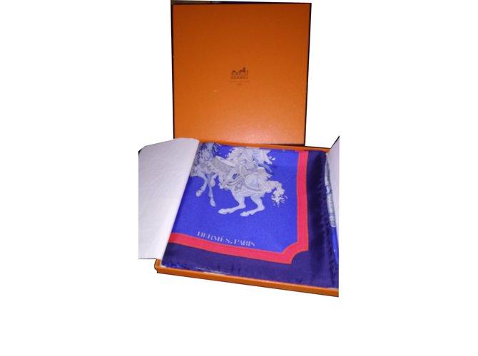 Carrés Hermès CARROUSEL Soie Bleu ref.101368